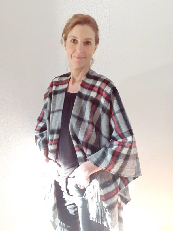 Cape * Stola * Poncho aus Schottland. Tartan-Muster Thompson Grey. 100% Lammwolle.